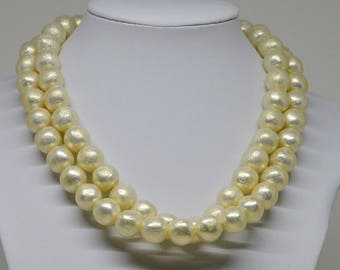 Gorgeous gold tone pearl imitation necklace