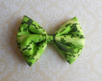 Green pixels hair bow clip