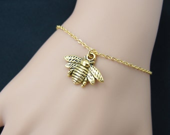 bee bracelet, gold filled, gold bee charm on gold chain, honeybee bracelet, bee jewelry, bumble bee, woodland jewelry, adjustable bracelet