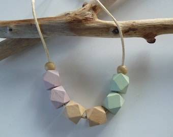 """""""Tender romantic"""" wood beads necklace"""