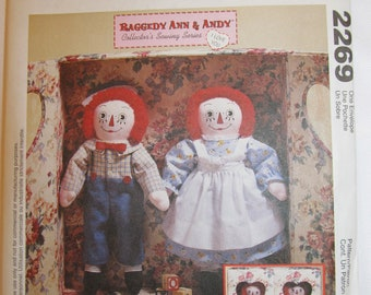 McCall's 2269 Raggedy Ann & Andy Cloth Doll Patterns +  Wardrobes + Double Carrying Case_Vintage_UNCUT