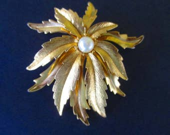 Leaf Pin With Faux Pearl * Layered * Classic Vintage Jewelry