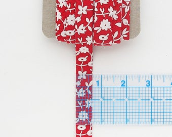 Quilt Binding Red and Off White Double Fold | 5 yards of cross grain quilt binding made from a vintage feedsack reproduction fabric.