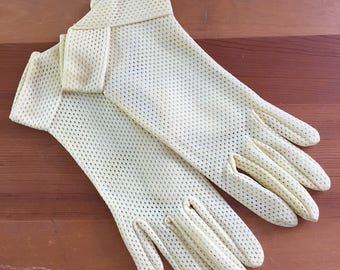 50s Fownes Pastel Yellow Mesh Wrist Gloves, Size Small to Medium
