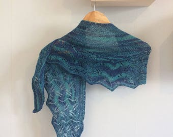 Nice shawl or warmer shoulder openwork hand dyed silk and Merino
