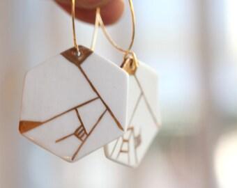 Dyle, porcelain earring.