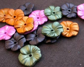Set of 8 - flowers - color metal 4 - 15mm resin beads