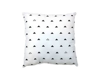 Monochrome Pillow / Black And White Cushion / Decorative Pillow / Triangles Pillow / Kid's Cushion / Toddler Room Decor