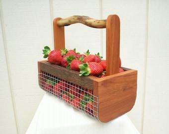 Harvest Basket,Farmhouse Decor, Gardening Basket,Egg Basket, Harvesting Basket/Farm Basket/Wire Basket