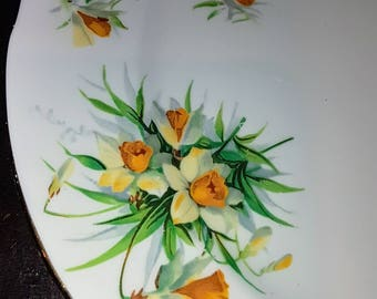 Hammersley & Co. Yellow Jonquils, Daffodils, 8 1/4'', salad plate, scalloped, gold trim, vintage dinnerware, china replacement