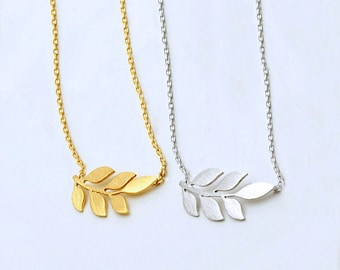 Dainty Leaf Necklace in Gold/Silver NB568