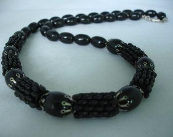 """Noir perles Collier - perles de perles acryliques ovale allongé - 26 """"- gros - entretoises métal - fermeture baril"""