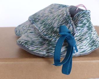 chaussons 0/3 mois coton blanc, bleu et vert et velours côtelé gris