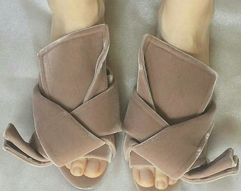 No21 sculptural knotted velvet slides in beige mauve color  Made in Italy  Sz 37 eu