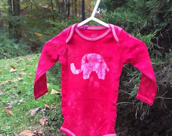 Elephant Baby Gift, Elephant Baby Bodysuit, Red Elephant Bodysuit, Baby Shower Gift, Gender Neutral Baby, Baby Christmas Gift (6-9 months)
