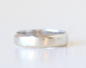 Sterling Silver Sleek Modern Ring Band // Vintage Ring  // size 9 // everyday sterling jewelry