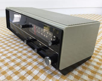 Westinghouse AM FM Table Radio model no. RTF2210A, 70s Home Radio