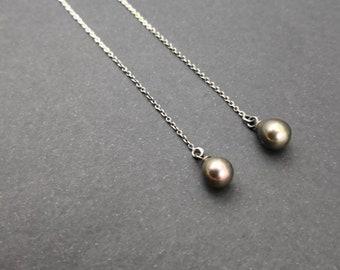 Minimalistische Einfädler Ohrringe / Kette Ohrringe / Süßwasser Perle Ohrringe / Geschenk für sie einfache Silber Ohrringe / Drop Perle Ohrringe