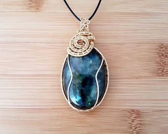 Dragon Scale: Gold wire wrapped labradorite oval pendant necklace
