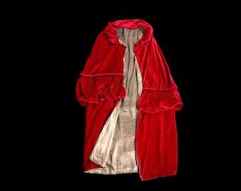 1920s Coat / Luxurious Rich Red Silk Velvet Cape Coat / GOLD LAME LINED / Flapper Opera Cloak