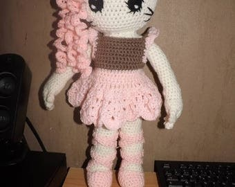 Tutorial of making this cat doll dancer set crocheted