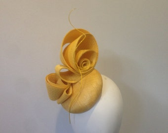 Yellow modern fascinator percher race day hat church wedding ascot melbourne cup kentucky derby millinery headpiece couture Kate Middleton