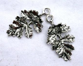 5 Antique Silver Oak Leaf Charms/Pendants S-027