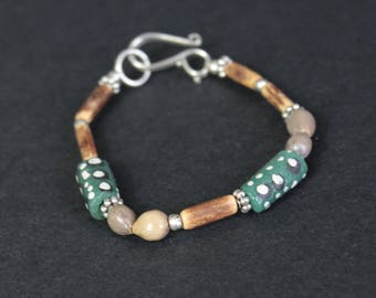 Bracelet ethnic-inspired glass and seed.