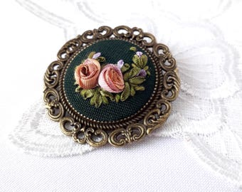 Embroidered jewelry floral brooch vintage roses Cotton anniversary Round miniature modern embroidered ribbon coral rose textile brooch