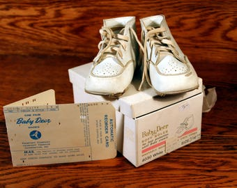 Baby Deer infant shoes- worn vintage baby shoes-white crib shoes in original box