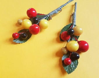 Spring vintage berries brooch