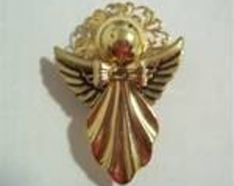 Angel pin with fluted skirt