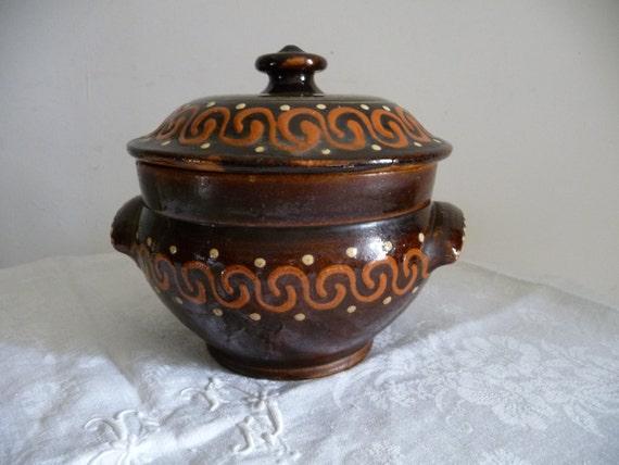 ancienne petite soupi re ou jarre en terre cuite verniss e de. Black Bedroom Furniture Sets. Home Design Ideas