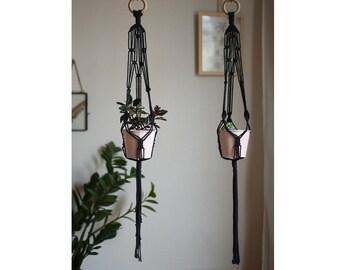 Hanging macrame planter - Black / / Black macrame plant hanger / / Bohemian decor / / Wall hanging