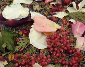 CHRISTMAS WEDDING, Biodegradable Confetti, Winter Wedding toss, Ecofriendly Wedding, dried flowers, dried rose petals, for fairytale endings