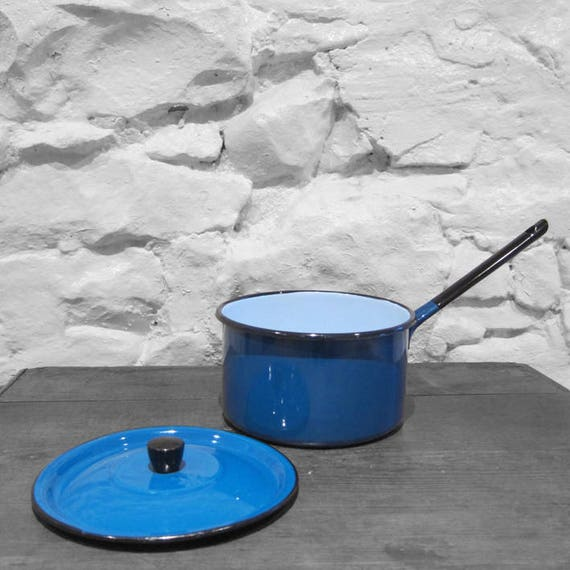 Enamel Metal Saucepan Pot Blue Vintage Kitsch Kitchen Display
