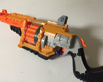 Carries up to 4 Nerf Guns with a mounting stand for one.