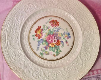 Pretty in Pink Wedgwood 11 Inch Cabinet Plate