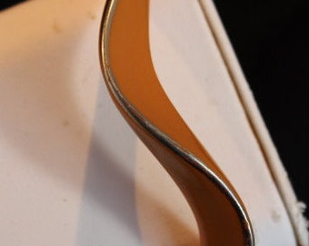 Awesome wave bangle bracelet in brown with gold edge - unsigned