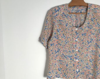 Vintage floral blouse / pleated button down shirt / pintuck short sleeve blouse / pastel easy fit shirt / shoulder paddings / xs / s / 1980s