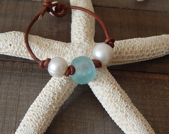 Fresh water pearl and sea glass leather bracelet, boho style jewelry, pearl on leather, beach boho, festival chic jewelry, summer jewelry