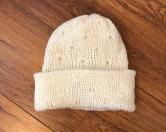 Handmade wool beanie hat. Cream. One size