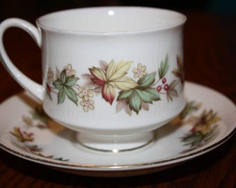 """Royal Standard Bone China Tea Cup & Saucer - """" Lyndale"""" Pattern, Made in England"""