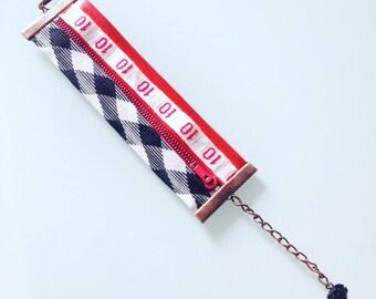 """""""Closure-zipper"""" red and black Cuff Bracelet"""