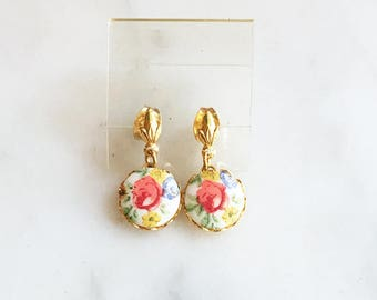 Vintage 70s Floral Cab Lace Edge Stud Dangle Earrings
