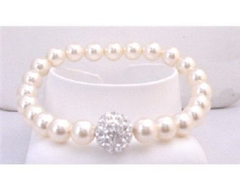 TB863  Bridal Bridemaids Ivory Stretchable Bracelet 7mm Pearls With Diamonte Ball At Center Sparkling Crushed Cubic Zircon Ball Ivory Bracelet  (free shipping)