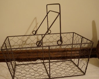 Rustic Style Chicken Wire Basket with Handles / Medium