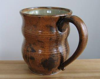 Poterie grand café Mug en topaze et cacao rustique marron 18 oz main levée grès, chope à bière en céramique, cadeau de café, tasse à thé terreux