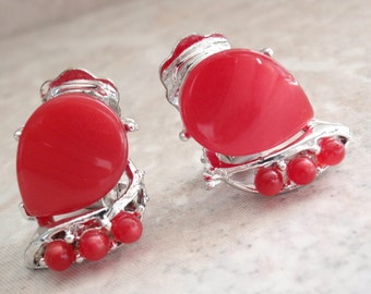 Red Thermoplastic Earrings Clips Moonglow Thermoset Vintage V0892
