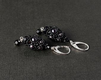 Black Pearl Beadwoven earrings